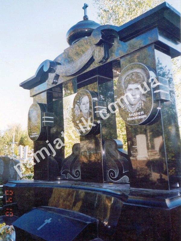 Мемориальный комплекс из двух видов гранитов Орск подбор памятников Чеховская