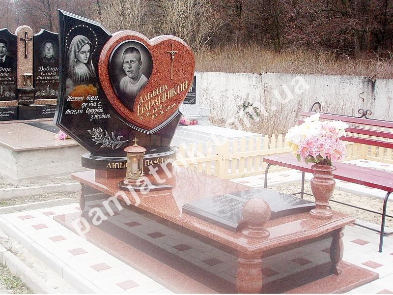 Памятник с сердцем Княгинино Лампадка из лезниковского гранита резная Микунь