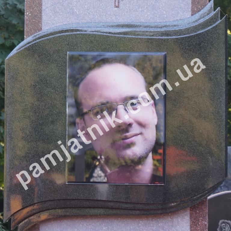 снимать фото на стекле для памятников заставляет мужчину
