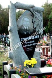 Фигурный памятник в виде дерева 099 из габбро