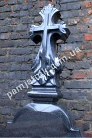 Скульптурный крестик из габбро