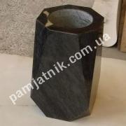 ваза из габбро нестандартная
