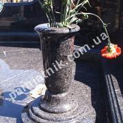 ваза из гранита на подставке