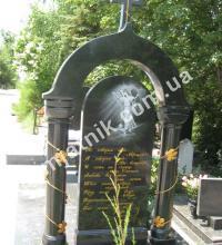 гранитные колонны в ритуальном памятнике