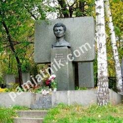 Памятник Леониду Быкову на Байковом кладбище