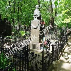 Памятник Лесе Украинке на Байковом кладбище