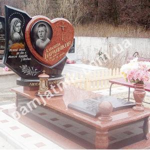 Эксклюзивный памятник в форме сердца E_13 из красного гранита