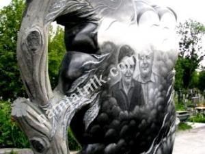Эксклюзивный памятник-дерево из габбро, модель 81