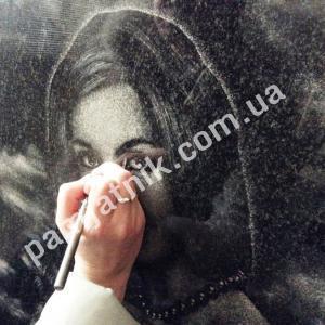 Гравировка портрета на камне вручную