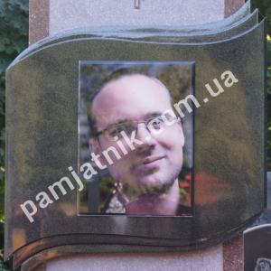Портрет в стекле с врезкой в памятник