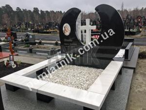 Эксклюзивный двойной памятник с крестом из габбро и белого мрамора, модель 2-030