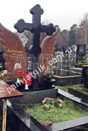 Двойной памятник с крестом и крыльями 2-041 из лезниковского гранита и габбро