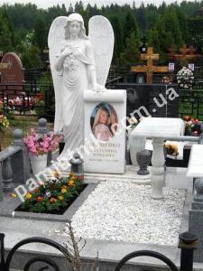Эксклюзивный одинарный памятник с мраморным крестом и скульптурой ангела из белого мрамора, модель 106