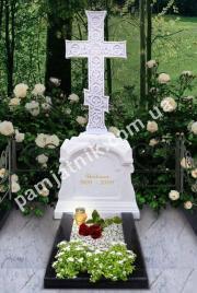 Мраморный крест на могилу 045