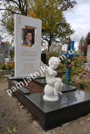 Белый памятник с ангелочком из мрамора 052