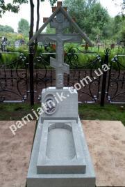 Одинарный памятник с крестом из серого мрамора 113