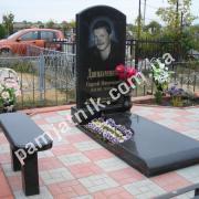 Памятник с нестандартным надгробием