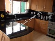 Кухонные поверхности из черного гранита