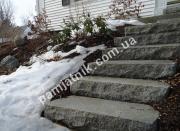 Лестница из необработанного гранита
