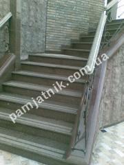 Лестница из гранита с мультифактурными ступенями